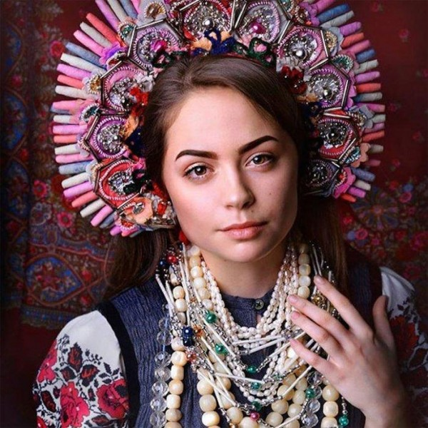 Украинский колорит в женских головных уборах